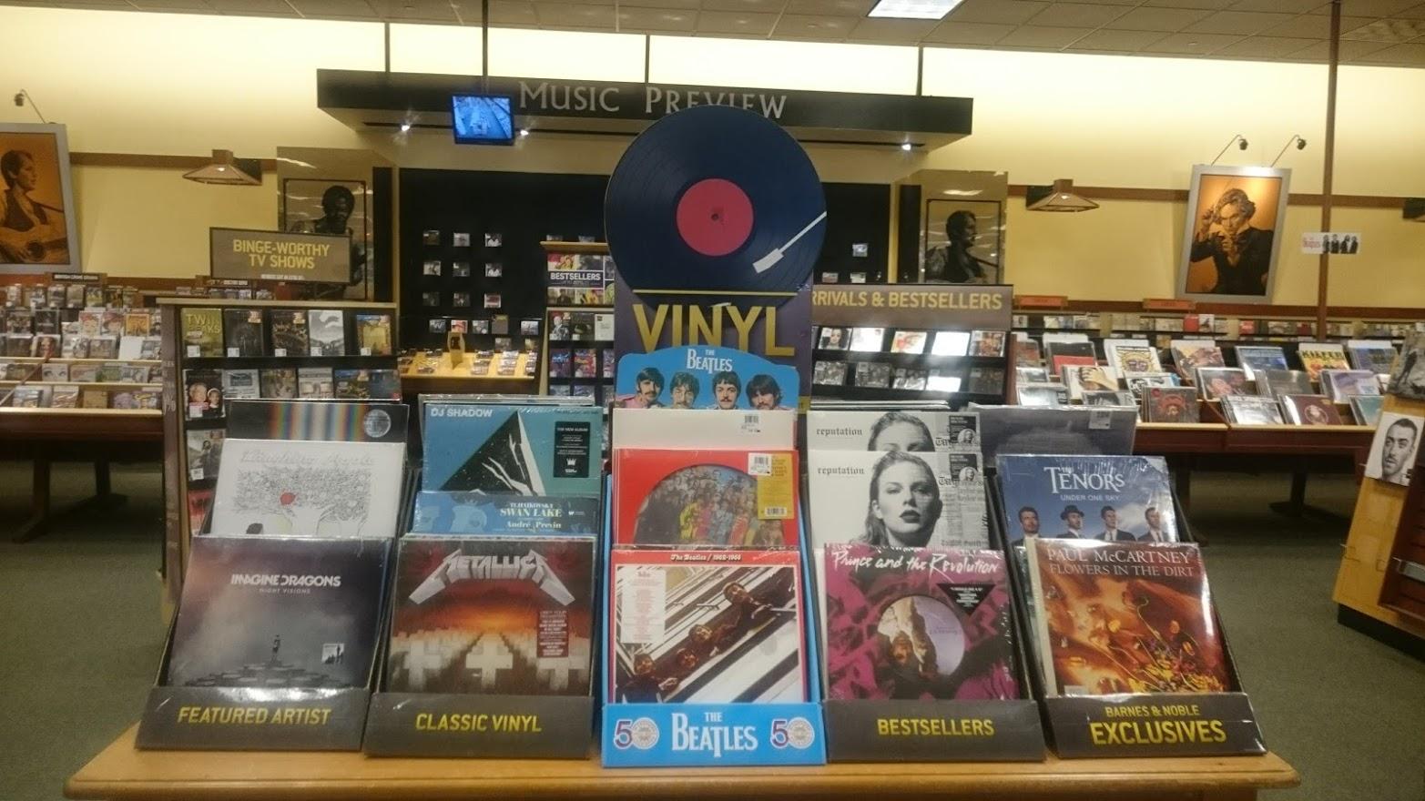 """Có Ai Còn """"Chơi"""" Băng VHS, CD Và Đĩa Than?"""