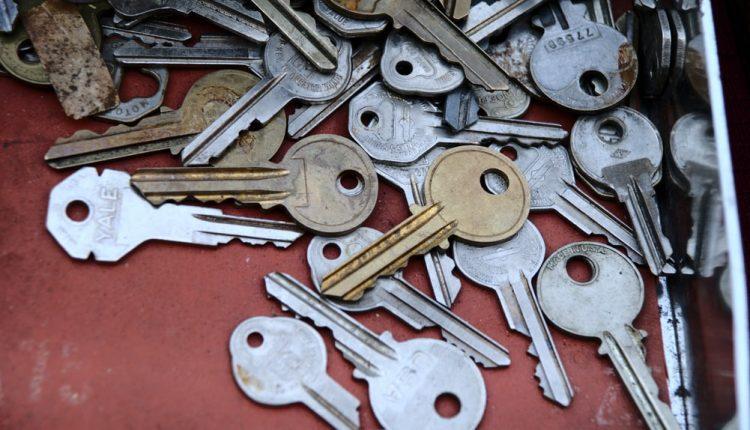 Ngạc nhiên chưa! Chìa khóa ngày xưa to đùng và làm bằng gỗ