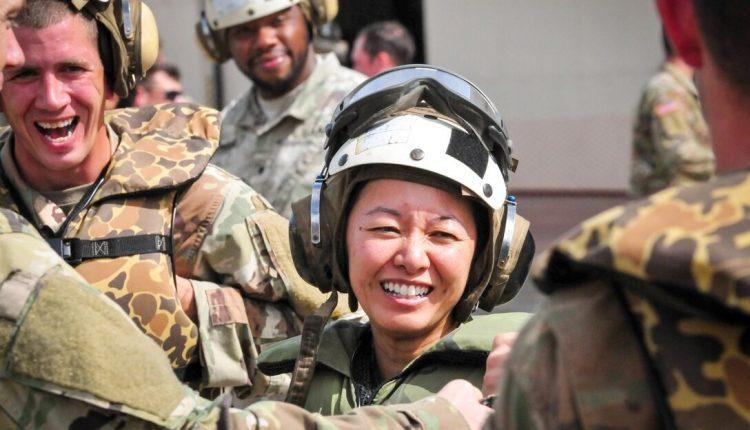 Cô gái Việt tị nạn trở thành đại tá quân đội Mỹ